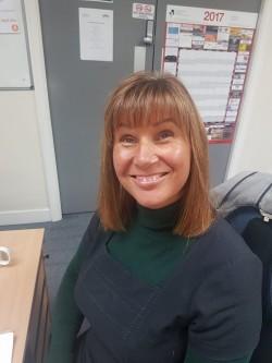 Julie Vigo Saunders Headshot